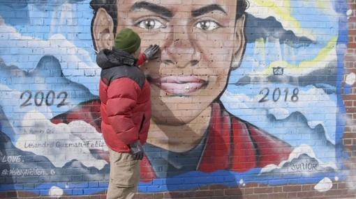 PBS NewsHour : Mural highlights Bronx teen's death from gang violence