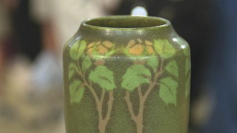 Antiques Roadshow -- S21 Ep23: Appraisal: Frederick Walrath Pottery Vase, ca. 191