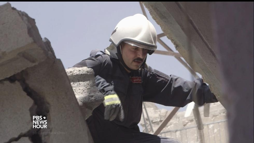 Mosul left in rubble, crews search for dead loved ones image