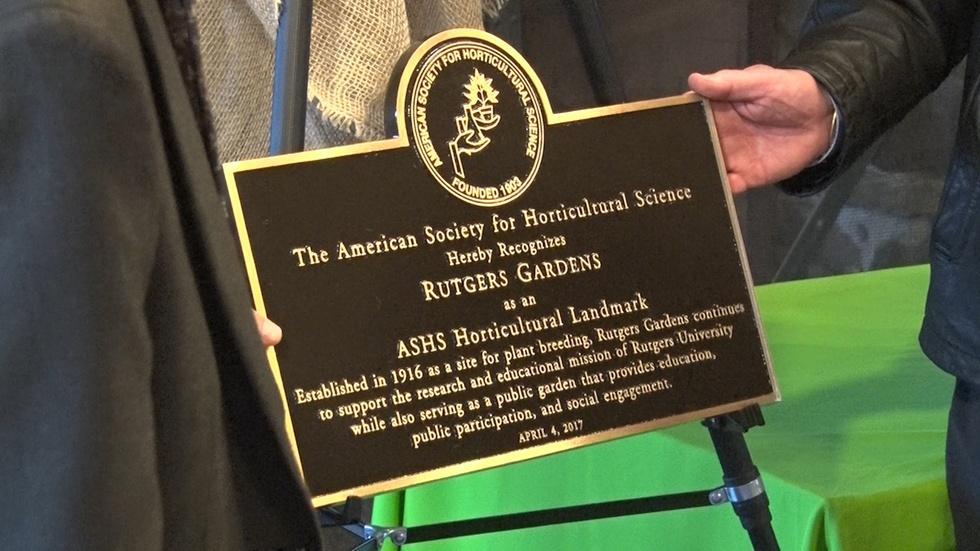 Rutgers Gardens Gets National Award image