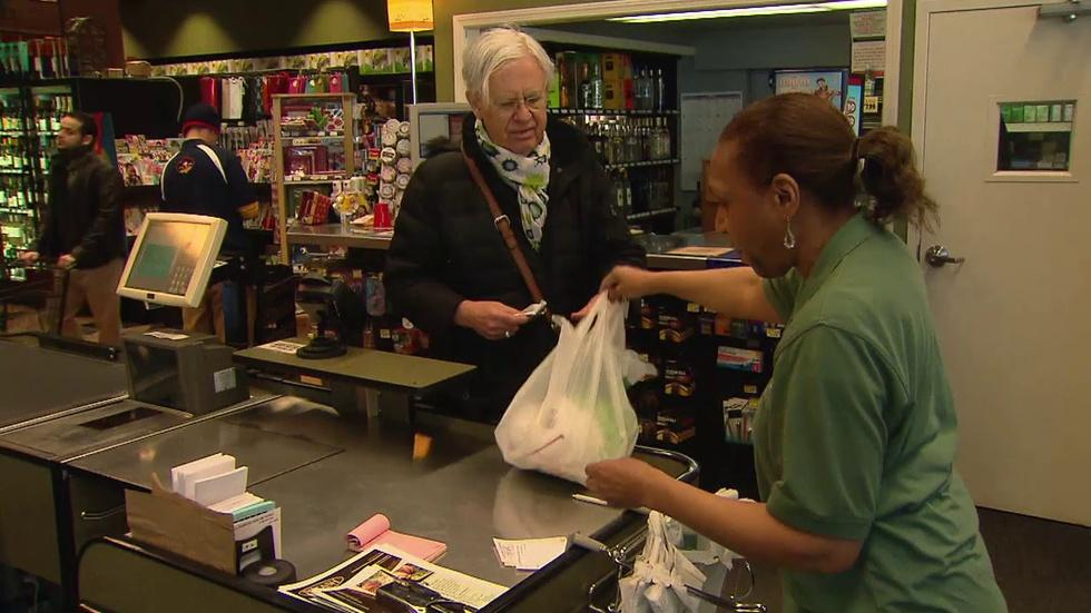 Does Chicago's Plastic Bag Ban Carry Real Weight? image