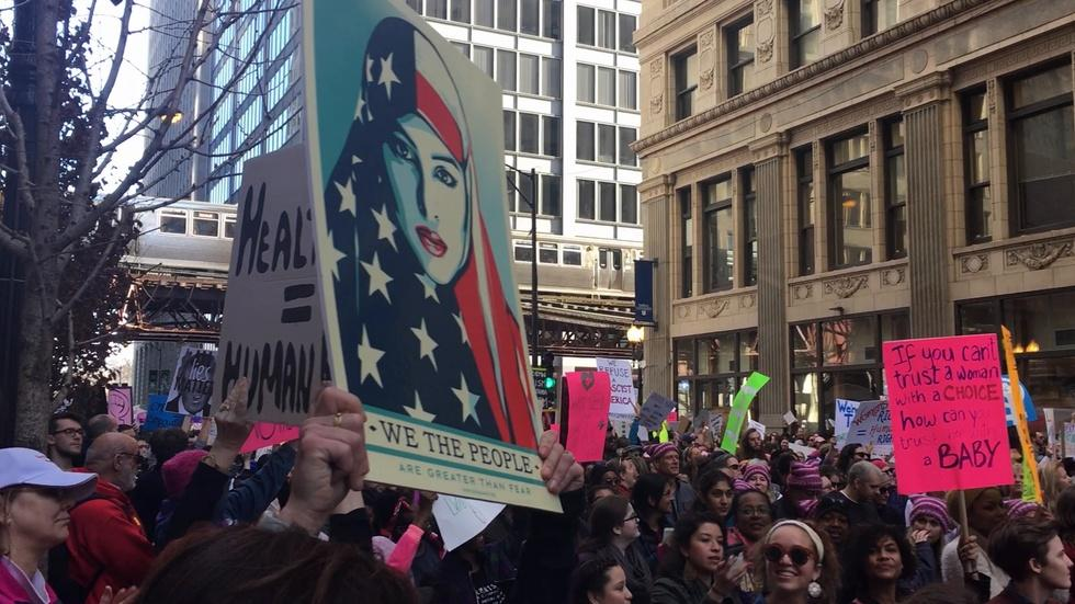 Web Extra: Thousands Flood Loop for Women's March on Chicago image