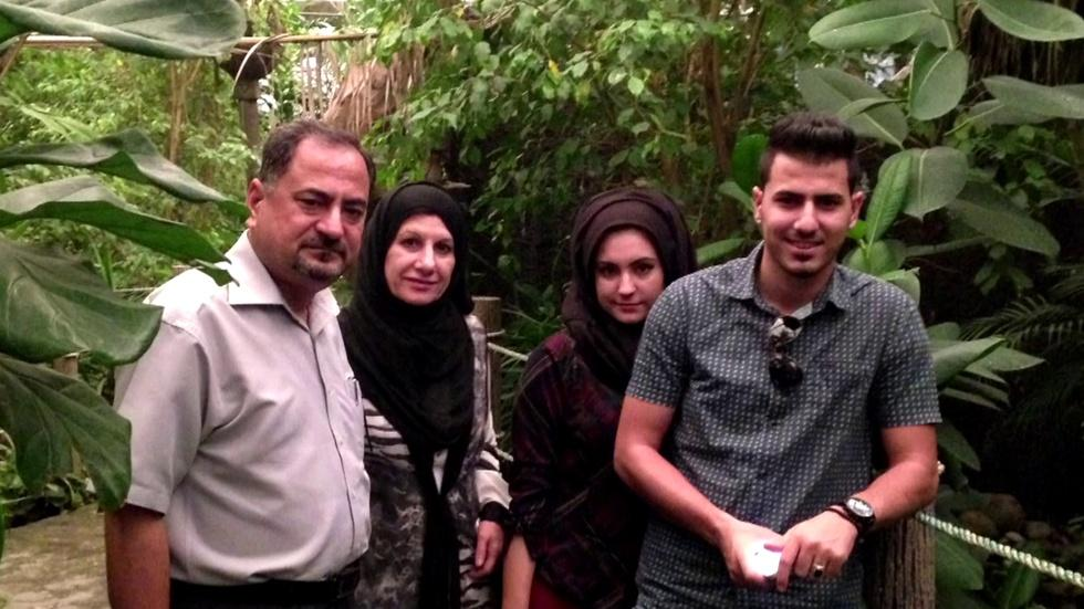 In Chicago, Iraqi Refugee Family Finds New Home, Support image