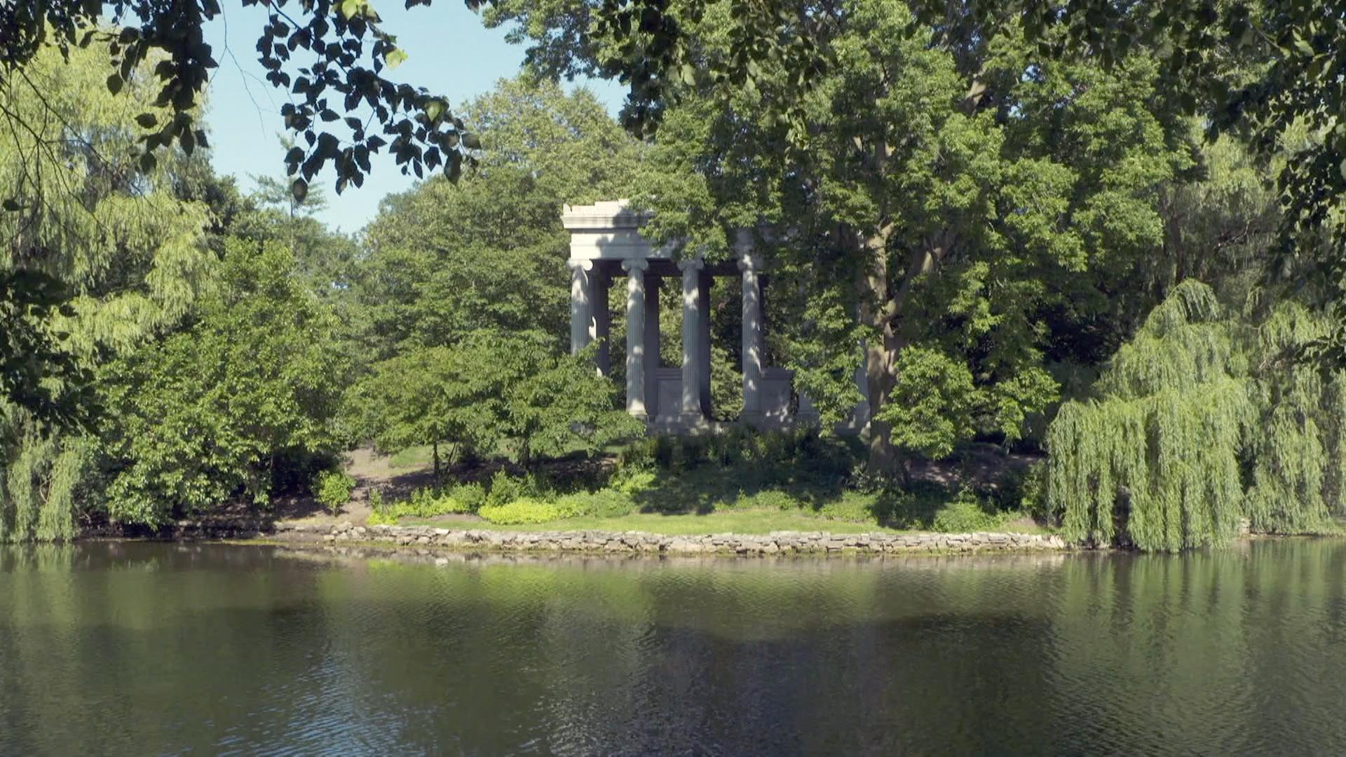 Explore Graceland Cemetery