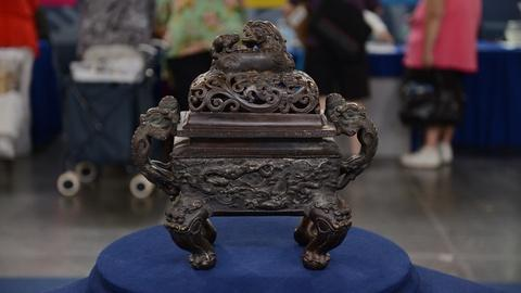 Antiques Roadshow -- S21 Ep15: Appraisal: Ming-style Bronze Censer, ca. 1835