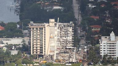 Florida building collapse: death toll rises, search goes on