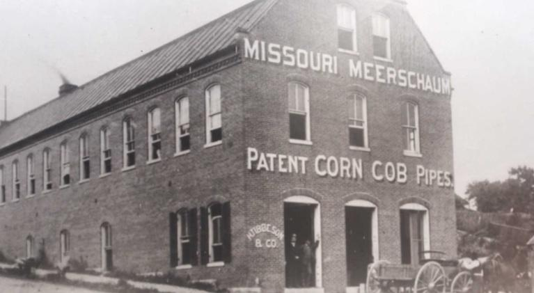 Living St. Louis: Corn Cob Pipes