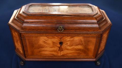 Antiques Roadshow -- S21 Ep13: Appraisal: Massachusetts Federal Tea Caddy, ca. 18