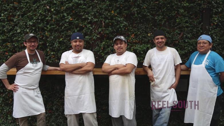 Season 200 Ep. 216: La Comida de los Cocineros logo
