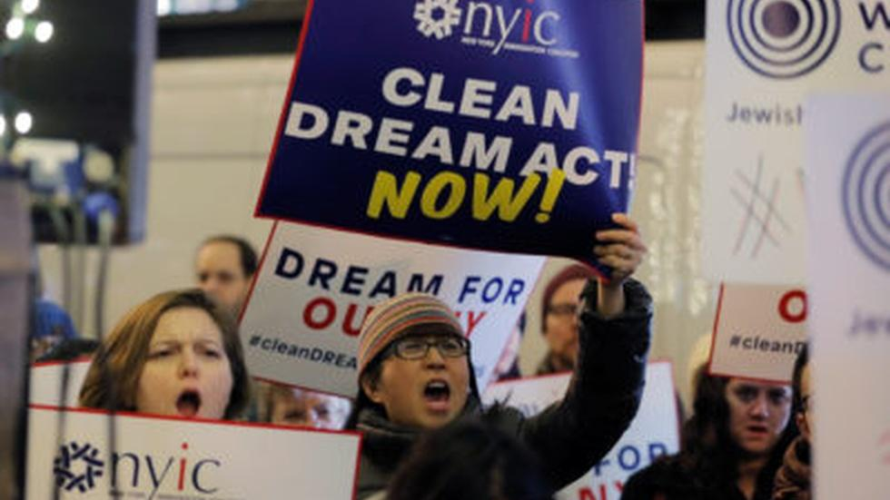 Senators try to sell immigration deal with DACA protections image