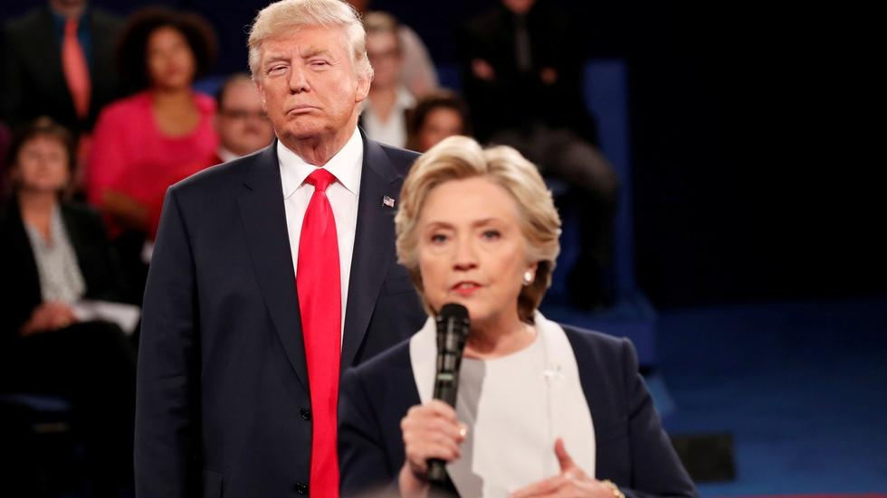 News Wrap: Clinton describes 'uncomfortable' Trump debate image