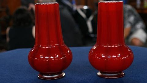 S24 E17: Appraisal: L.C. Tiffany Favrille Vases, ca. 1920