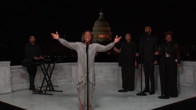 """Gladys Knight Performs """"Wind Beneath My Wings"""""""