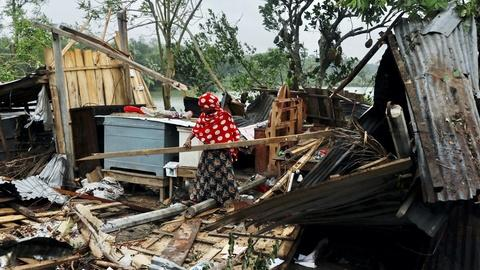 News Wrap: Powerful cyclone batters India, Bangladesh