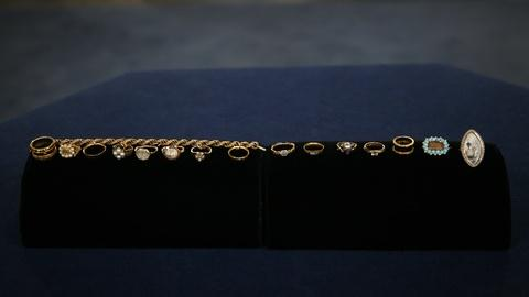 Antiques Roadshow -- Appraisal: English Memorial Jewelry Collection