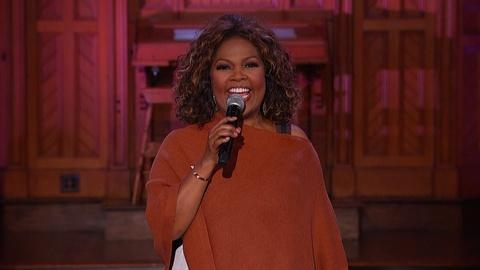 "CeCe Winans Performs ""Lean on Me"""