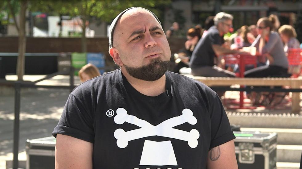 S31 Ep4: Duff Goldman remembers his first James Beard recipe image