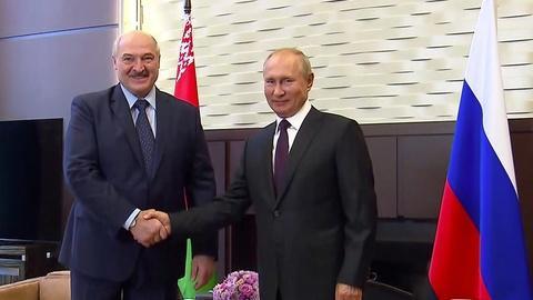 News Wrap: Belarus' besieged Lukashenko meets with Putin