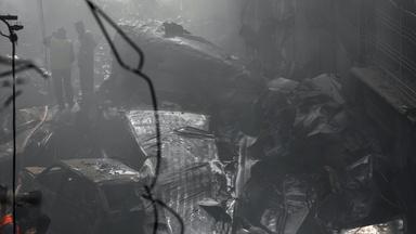 News Wrap: Passenger jet crashes in Pakistan