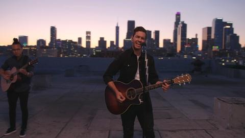 """Andy Grammer Performs """"Don't Give Up on Me"""""""