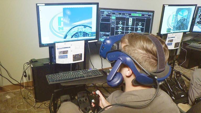 KLRN SciTech Now: Aug. 2, 2018 | Virtual reality flight training