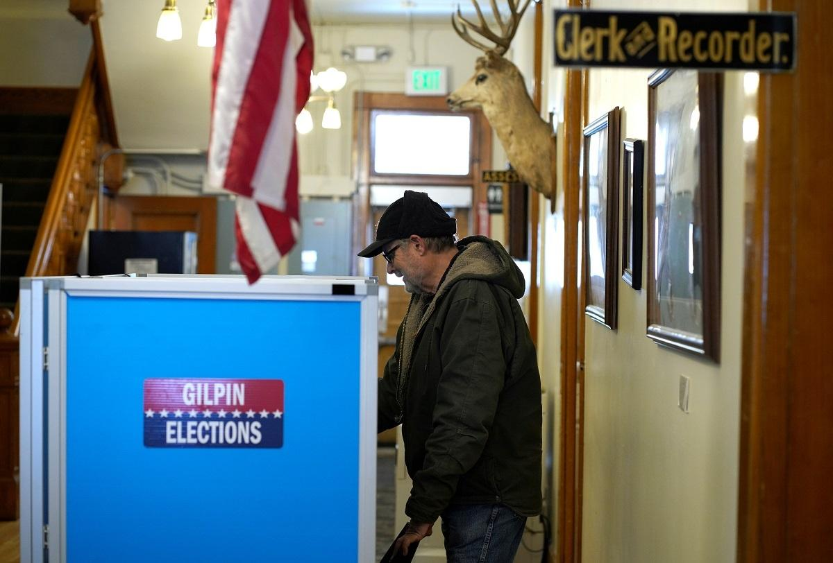 Why independent voters are key to winning Colorado