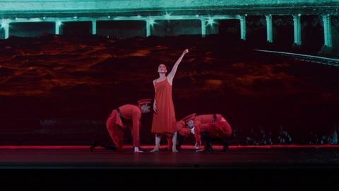 LAaRT -- Isadora Duncan's Mastery in Modern Dance