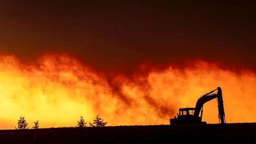 PBS NewsHour : Coronavirus, misinformation complicate wildfire battle