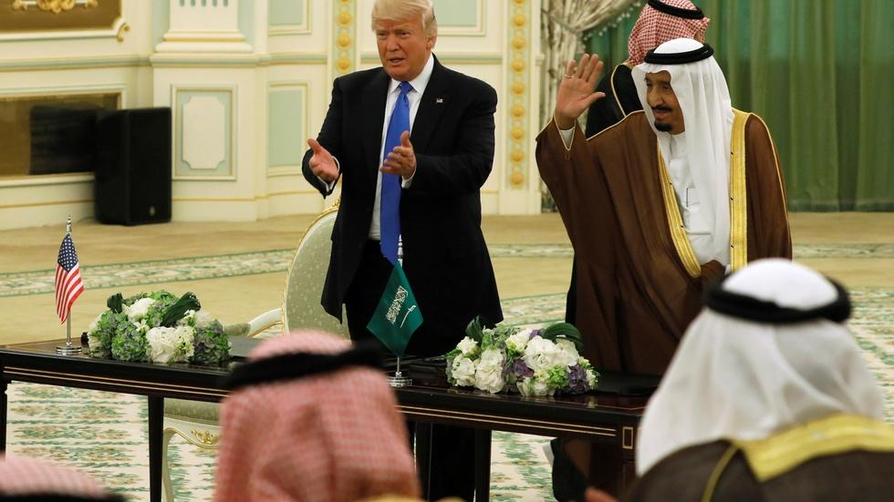 Trump signs Saudi arms deal on first foreign trip image