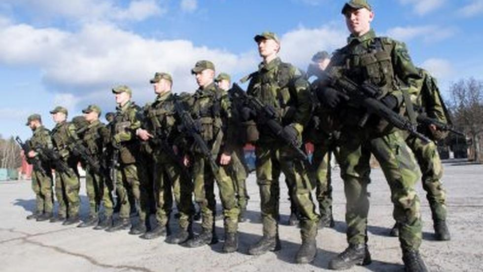 Sweden beefs up military defenses to face Russia threat image