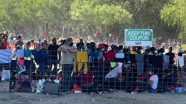 Thousands of migrants endure harsh conditions at border