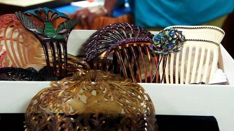 Antiques Roadshow -- S16 Ep15: Appraisal: Hair Combs & Hatpins Collection