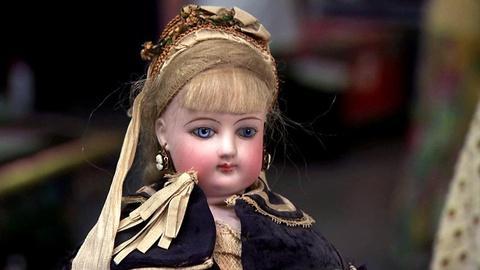 Antiques Roadshow -- S16 Ep1: Appraisal: Francois Gaultier Doll with Original Cos