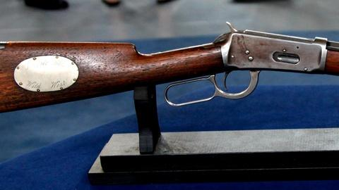 Antiques Roadshow -- S16 Ep1: Appraisal: Custom Model 1894 Winchester Rifle