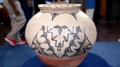 Antiques Roadshow -- S16 Ep10: Appraisal: Cochiti Pueblo Pot, ca. 1900