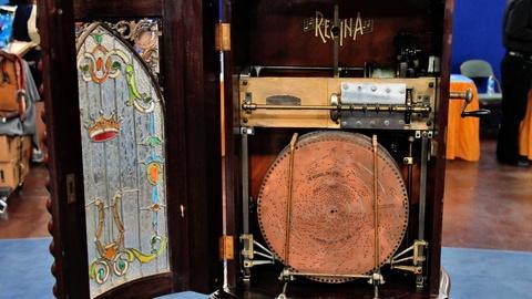 Antiques Roadshow -- S16 Ep10: Appraisal: Regina Model 35 Music Box, ca. 1900