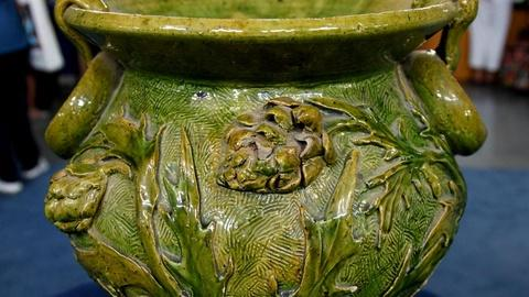 Antiques Roadshow -- S15 Ep15: Appraisal: New Orleans Art Pottery Jardiniere, ca.
