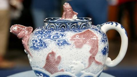 Antiques Roadshow -- S13 Ep6: Appraisal: Makuzu Kozan Porcelain Teapot, ca. 1890