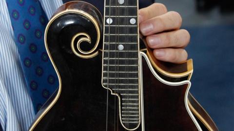"""Antiques Roadshow -- S16 Ep2: Appraisal: 1924 Gibson F-5 """"Lloyd Loar"""" Mandolin"""