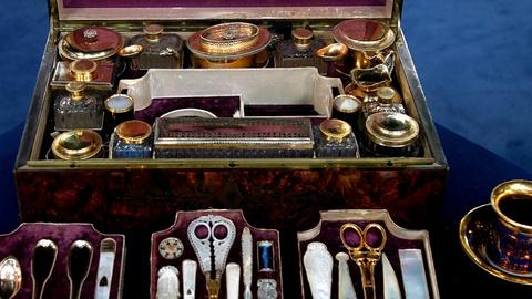 Antiques Roadshow -- S15 Ep19: Appraisal: Silver Gilt & Mother Of Pearl Travel Bo