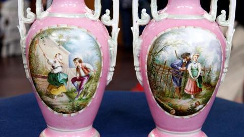 Antiques Roadshow -- S16 Ep11: Appraisal: French Porcelain Mantel Vases, ca. 1880