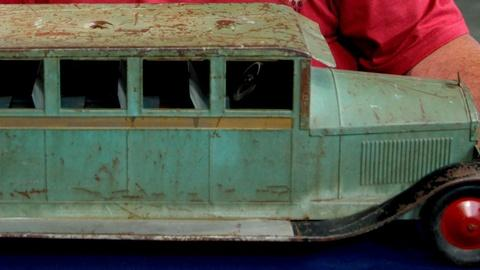 Antiques Roadshow -- S15 Ep18: Appraisal: Turner Pressed Steel Toy Bus, ca.1926