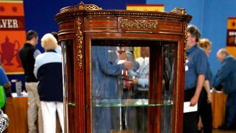 Antiques Roadshow -- S16 Ep6: Appraisal: Paul Sormani Vitrine de Milieu, Paris, c