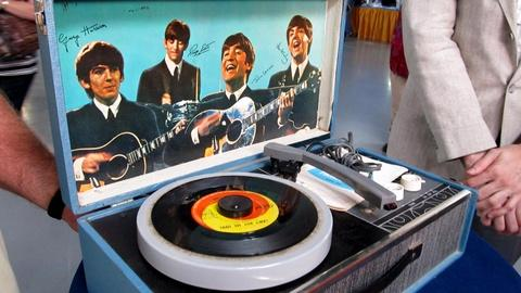 Antiques Roadshow -- S16 Ep2: Appraisal: Beatles Record Player, ca. 1965