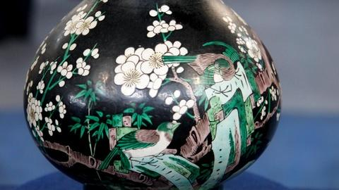Antiques Roadshow -- S16 Ep2: Appraisal: 18th-Century Chinese Famille Noire Vase