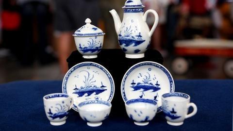 "Antiques Roadshow -- S15 Ep21: Appraisal: Caughley Porcelain ""Toy"" Service, ca. 1"