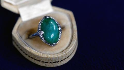 Antiques Roadshow -- S16 Ep1: Appraisal: 1938 Granat Brothers Jade & Diamond Ring