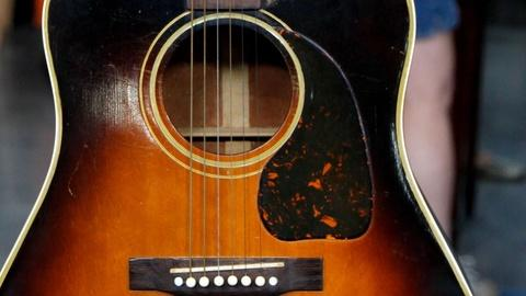 Antiques Roadshow -- S15 Ep15: Appraisal: Gibson SJ Guitar with Case, ca. 1945