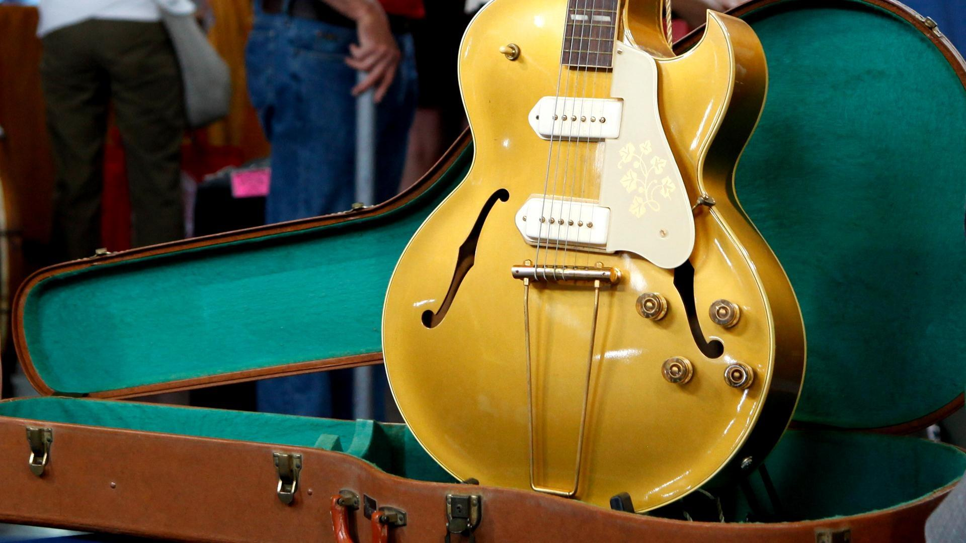 antiques roadshow appraisal 1952 gibson es 295 electric guitar twin cities pbs. Black Bedroom Furniture Sets. Home Design Ideas