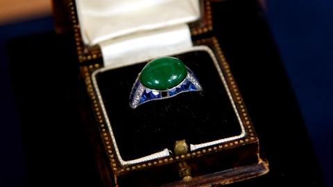 Antiques Roadshow -- S16 Ep9: Appraisal: Art Deco Jade & Sapphire Ring, ca. 1928